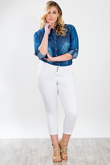 Junior Plus Size Triple-Button WannaBettaButt Capri