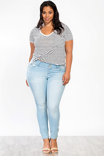 Junior Plus Size WannaBettaButt 3-Button Skinny Jean