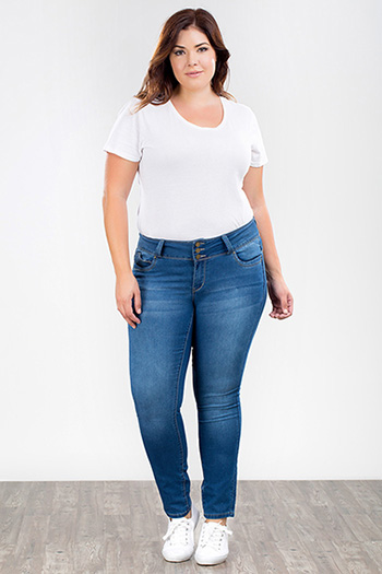 Junior Plus Size WannaBettaButt Triple-Button Jegging