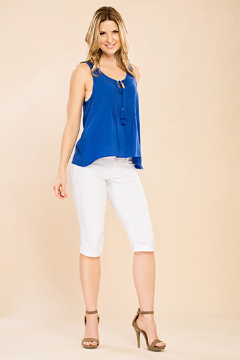 Women Petite 3-Button Capri