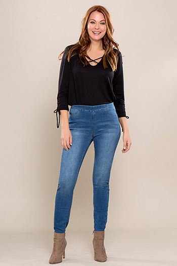 Women Petite Super Soft Pull-On Skinny Jeans