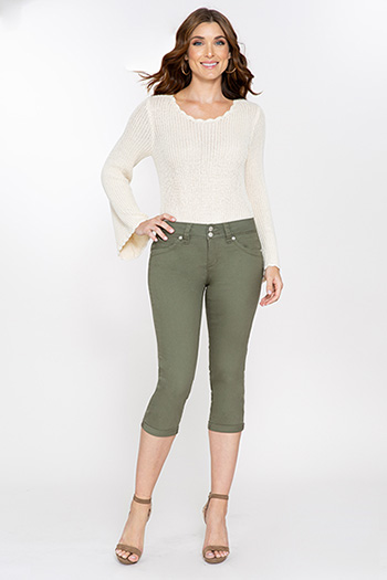 Women WannaBettaButt 2-Button Cuffed Capri