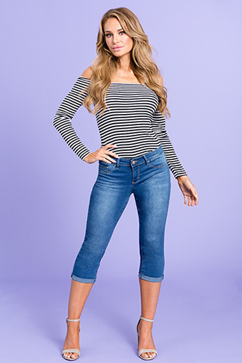 Women Basic Mid-Rise Cuffed Capri