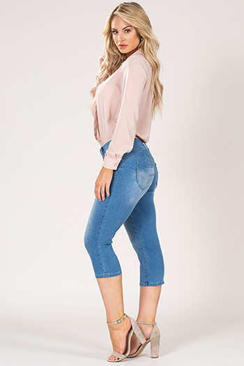 Women WannaBettaButt 3-Button Capri