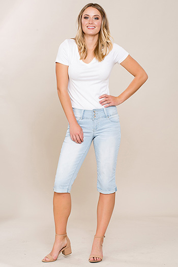 Women Triple-Button Cuffed Capri