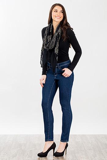 Women WannaBettaButt Back Pokcet Rhinestone Design Jean