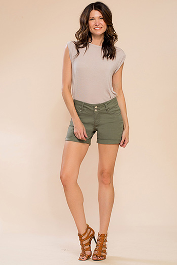 Women Basic 2-Button Cuffed Shorts
