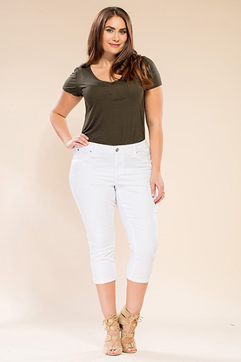 Women Plus Size WannaBettaButt Single-Button Cuffed Capri