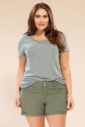 Women Plus Size Basic 2-Button Cuffed Shorts